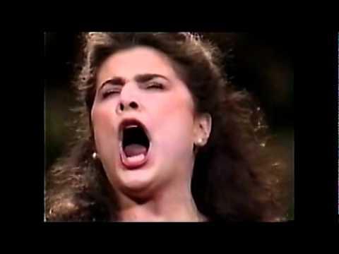 Cecilia Bartoli's Operatic Vocal Range (in about a minute!)