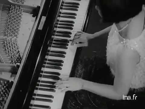 Toshiko Akiyoshi Performs