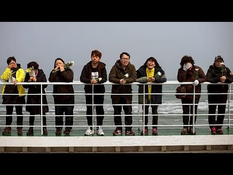 Families mark anniversary of Sewol ferry disaster