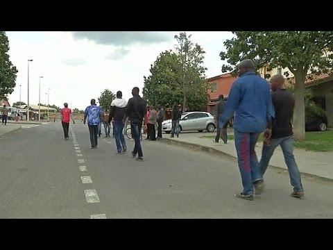 Migrants: immersion dans le centre d'hébergement italien des survivants du naufrage d'un chalutier
