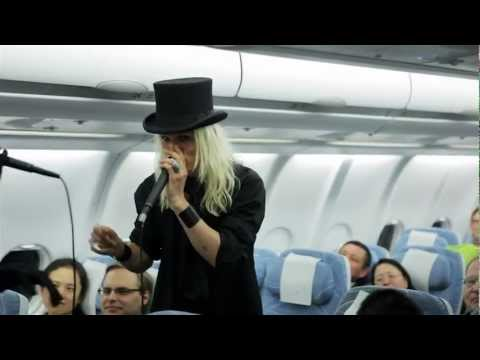 Live a cappella performance at 11 000 metres - Finnair's first flight to Chongqing