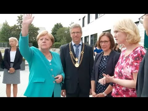 COMEBACK: Straffes Programm nach dem Urlaub – Angela Merkel ist zurück