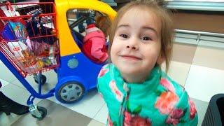 ВЛОГ Как прошел наш день Алина покупает игрушки Дети балуются VLOG