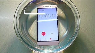 Hindi LeEco Le2 Full Water Test Submerging Into The Water Do Not Put Your Phone Into Water