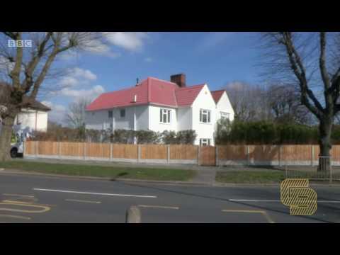 Homes Under The Hummer | Construction Bear