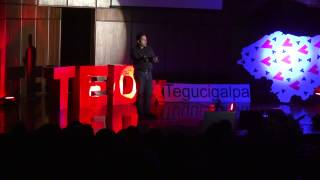 Ídolos de pies de barro | Egdares Futch | TEDxTegucigalpa