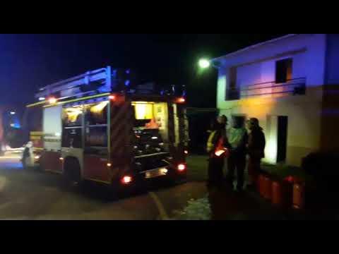 Un incendio en una casa de A Estrada obliga a desalojar a un matrimonio