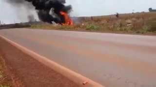 Vídeo mostra avião em chamas logo após queda em Tangará da Serra