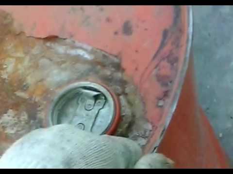 Как акуратно вскрыть крышку у 200 литровой бочки