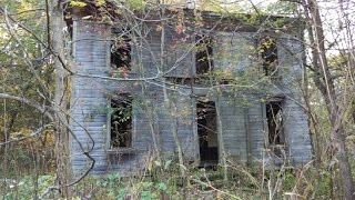 Abandoned house in the deep Woods!!