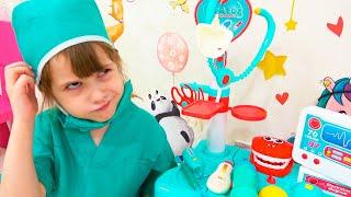 Ева играет в профессию как доктор