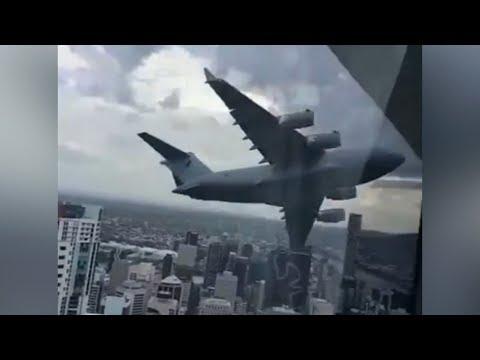 Globemaster flies very low over Brisbane