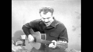 Georges Brassens - Les amoureux des bancs publics  (Officiel) [Live Version]