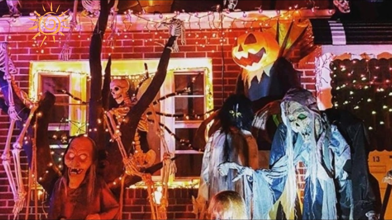 top 10 photos of new york citys best halloween decorated houses halloween horror houses 2016 - Best Decorated Houses For Halloween