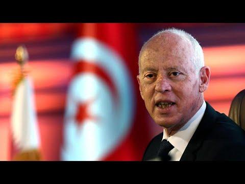 تونس: قيس سعيّد يصعد في خلافه مع خصميه ويعتبر أن صلاحياته تشمل قيادة قوات الأمن الداخلي  - نشر قبل 3 ساعة