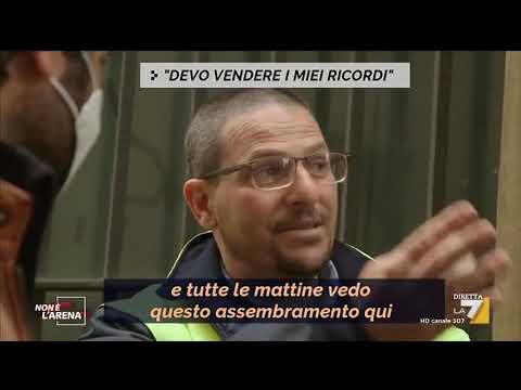 Coronavirus ed emergenza economica: in centinaia in fila al Monte dei pegni di Torino.