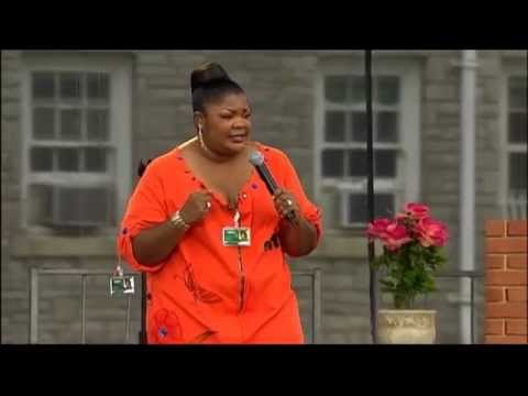 Having Twins - Mo'Nique: I Coulda Been Your Cellmate!