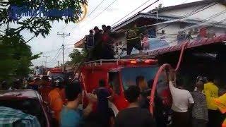 Detik-detik Dua Unit Rumah Terbakar di Jalan Tanjung Harapan