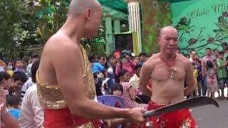 Kinh hoàng Công phu Việt Nam Got Talent Lý Bằng dùng dao chém vào bụng và dùng đầu đóng Đinh sắt