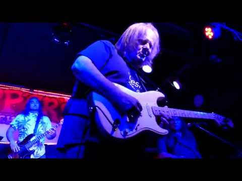 Walter Trout 2018 04 21 Tampa, Florida - Skipper's Smokehouse - As The Year's Go Passing By