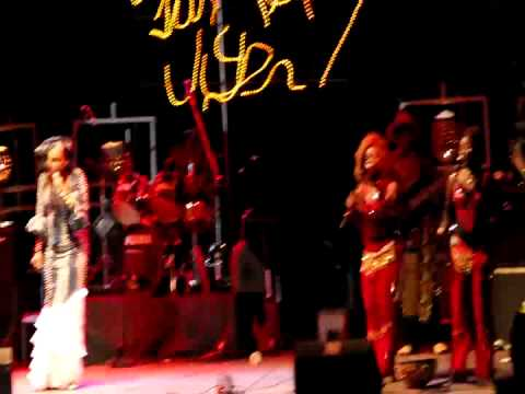 Oumou Sangare live - Laban @ Festival sur la Niger