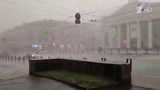 По нескольким регионам России пронесся ураган, непогоду теперь ждут в Приморском крае.