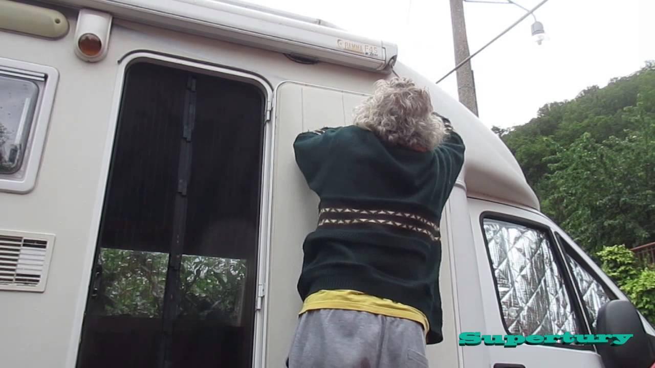 Creare una finestra nella porta del camper youtube - Creare finestra popup ...