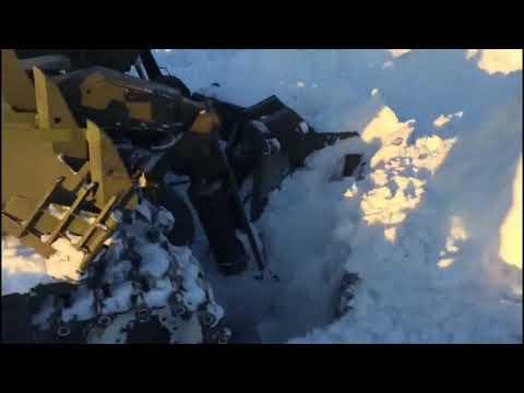 Военные инженеры ведут расчистку волгоградских дорог от снежных заносов