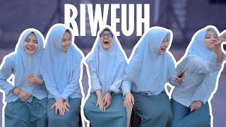 Gambar cover RIWEUH | Q & A BERLIMA