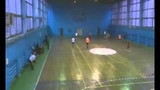 видео Комбинации «пропускание мяча»