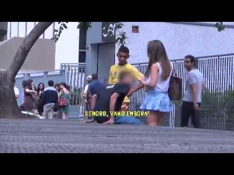 PÂNICO TESTA REAÇÃO DE HOMENS A GOSTOSA ALCOOLIZADA thumbnail