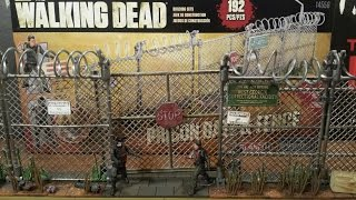 The Walking Dead Prison Gate & Fence Building Set Review (hd)