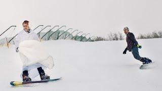 Жених и Невеста катаются на сноубордах