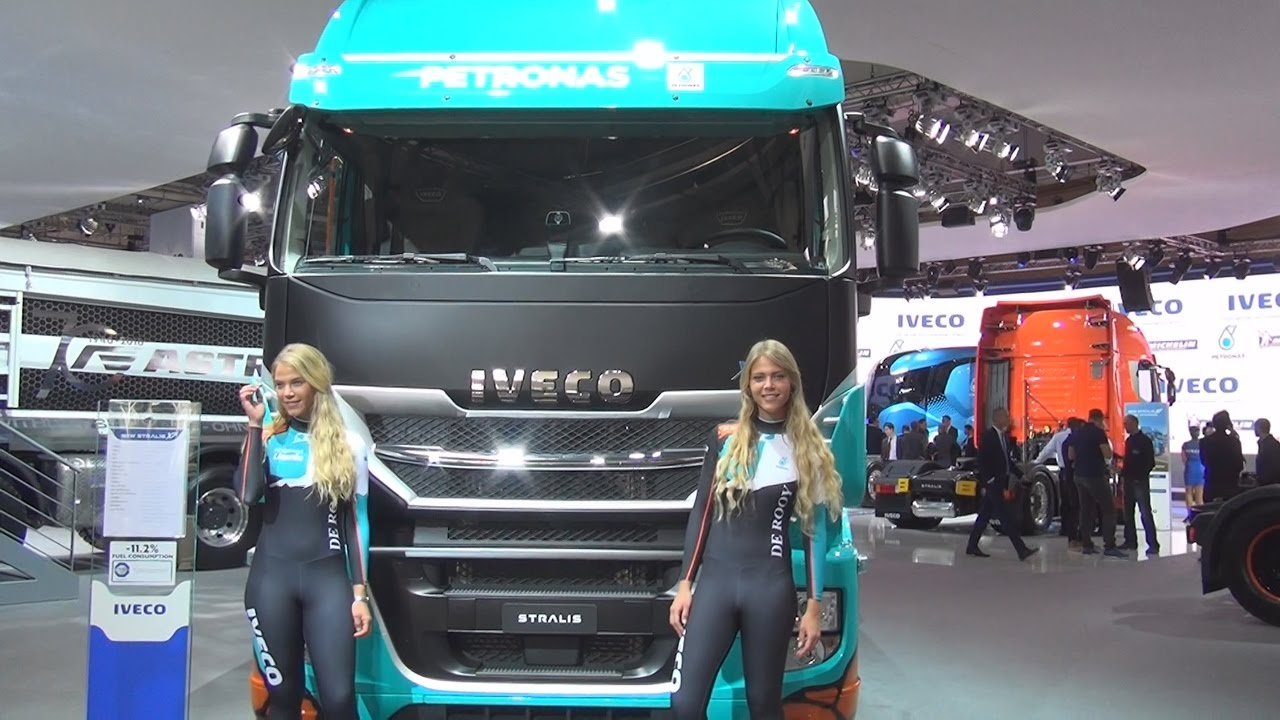 Iveco stralis as440s57t p xp emotion dakar race truck for Camion americain interieur cabine