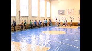 Специалисты рассказали, что делать, если школьник получил травму на уроке физкультуры
