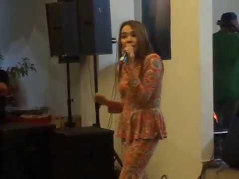 ANIS ANEESA sing (siti nurhaliza-SESUCI LEBARAN)@ RAYA SHOW 2017