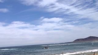 Avión caza F18 sobre la playa de Las Canteras en Las Palmas de Gran Canaria