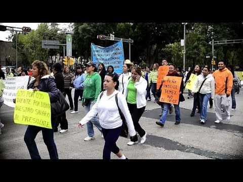 Thousands of teachers protest Mexico education law