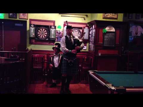 IRISH BAG PIPES MIGHTY MIKE LEPRECHAUN DANCE TILTED KILT PUB IRELAND BEER CHEERS 2016 SAN DIEGO,CA