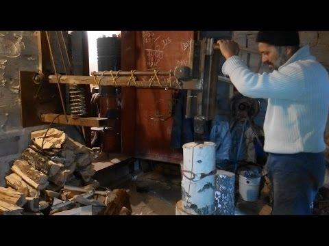 Дровокол на пружине/как быстро и легко колоть дрова.