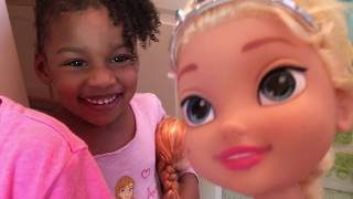Elsa & Anna Toddlers Afraid to Touch TheToilet! Bedtime Brushing Teeth Funny Snake Prank Naiah