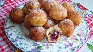 Творожные пончики с вишнями.