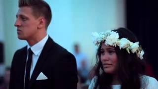 ketika tarian haka membawa tangis haru untuk perkawinan pasangan maori