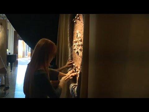 شاهد: معرض من نوع آخر في فينيسيا ... لوحات فنية تنتظر زائريها معصوبي الأعيُن…  - 06:53-2019 / 8 / 20