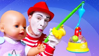 Смешные видео куклы - Беби Бон ищет игрушки в бассейне с шариками! – Мультики для детей с Baby Born