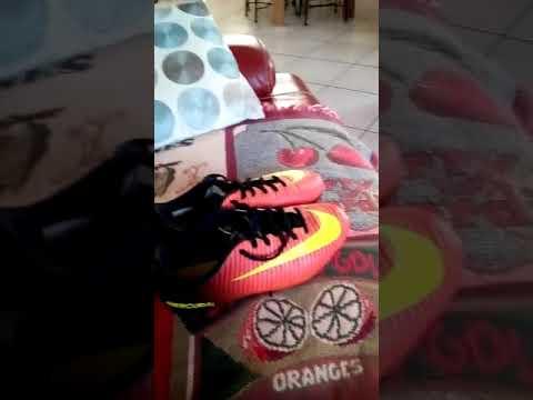 Je vend des crampon Nike Mercurial pointure 38 couleur noir orange fluo logo Nike jaune fluo