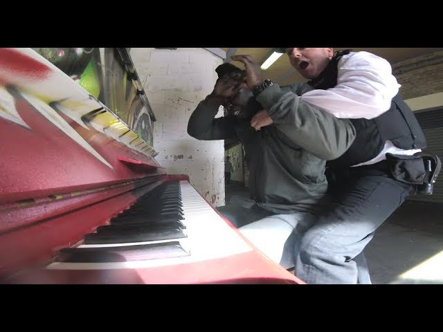 Police Officer Plays Piano While Arresting Criminal