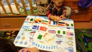 Умничка Арсений (2 года). Проверка знаний флагов стран