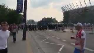 Полиция открыла стрельбу на марше фанатов из России.