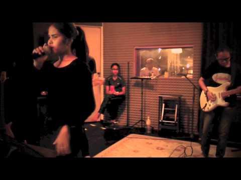 Selimut Tetangga live (Cover Version)